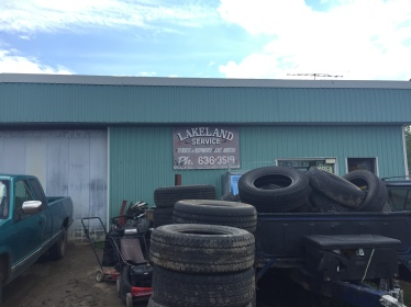 So lucky that this little tire shop was only a few hundred metres from where my tire went flat!