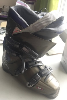 downhill ski boot